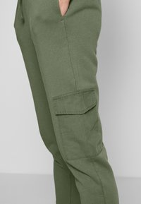 edc by Esprit - OTB PANT - Joggebukse - khaki green - 3