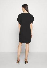 DKNY - VNECK DRESS RUFFLE  - Kjole - black - 2