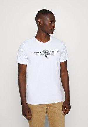 TECHNIQUE LOGO EUROPE - T-shirt z nadrukiem - white