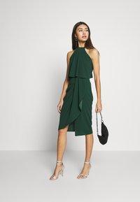 WAL G. - HALTER KNECK FITTED MIDI DRESS - Sukienka z dżerseju - forest green - 1