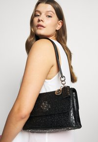 Guess - CHIC SHINE SHOULDER BAG - Handbag - black - 0