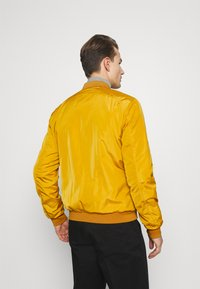 Lindbergh - Bomber Jacket - yellow - 3