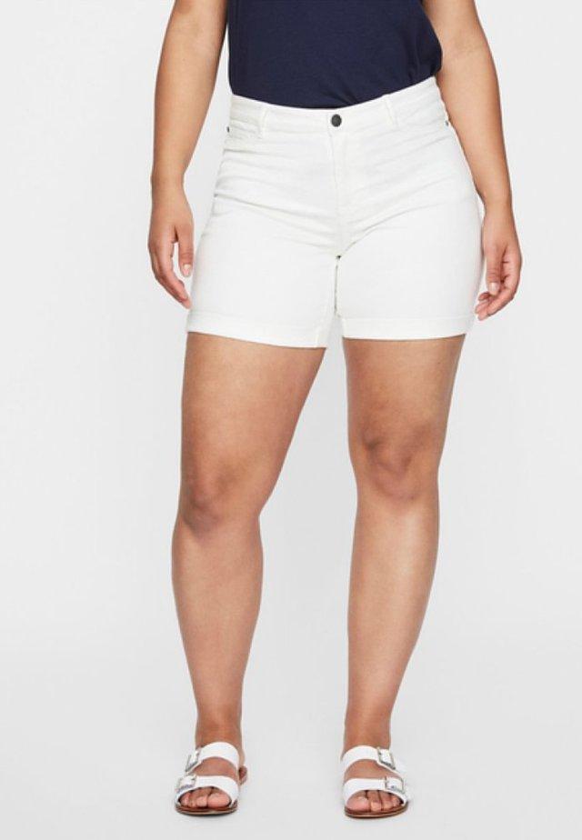 JRQUEEN SLIM - Jeansshorts - white