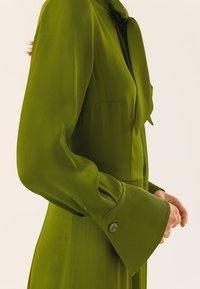 IVY & OAK - MIT BINDESCHLEIFE - Maxi dress - irish green - 5