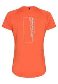 Newline - TECH TEE - Print T-shirt - soft orange - 1