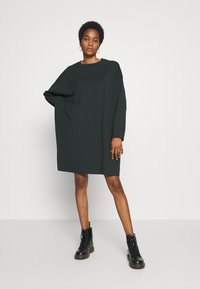 Weekday - ELKE LONG SLEEVE DRESS - Jersey dress - bottle green - 1