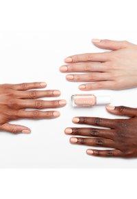 Essie - EXPRESSIE - Nail polish - 130 all things ooo - 1