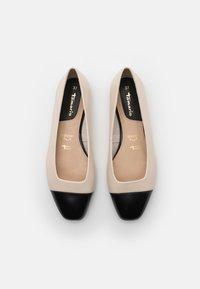 Tamaris - Ballet pumps - ivory/black - 5