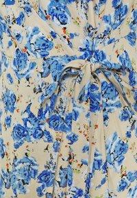 ONLY - ONLPIO LONG WRAP DRESS  - Vestido informal - humus/dazzling blue - 2