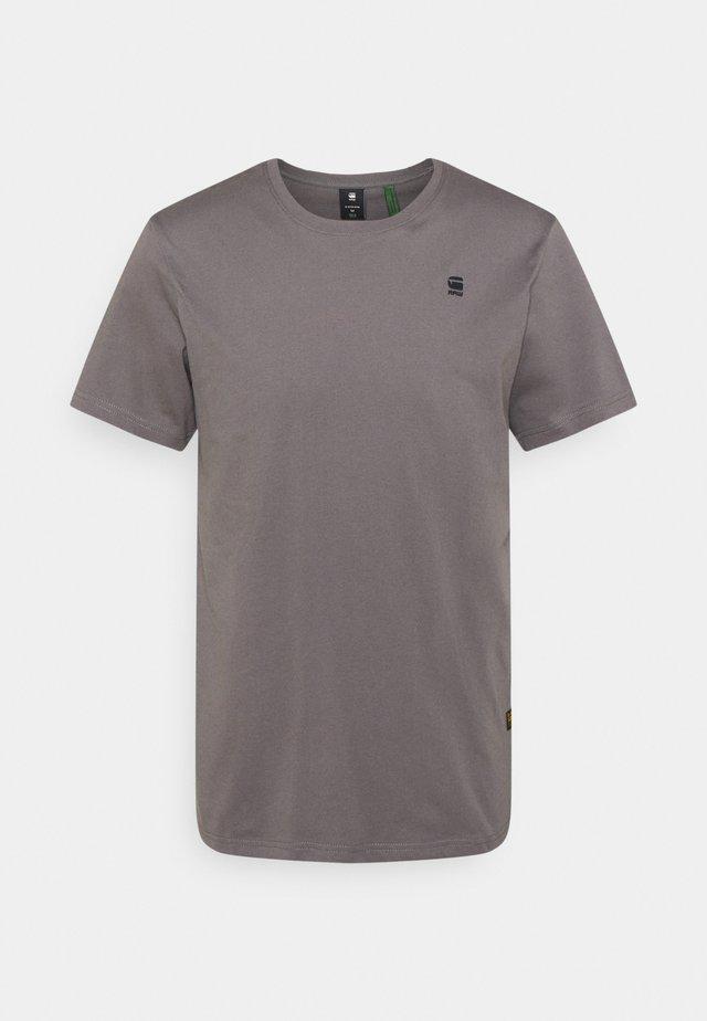 BASE - Basic T-shirt - magna