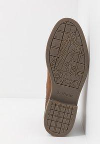 Barbour - FARSLEY - Kotníkové boty - dark tan - 4