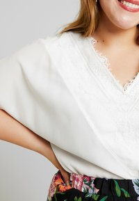 CAPSULE by Simply Be - VNECK DENNIS DAY - Blouse - ivory - 5