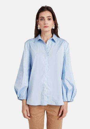 MIT WEITEN ÄRMELN - Button-down blouse - blu