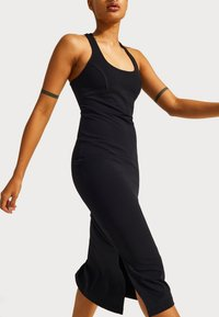 Sweaty Betty - SWEATY BETTY X HALLE BERRY EMILY STRAPPY BACK DRESS - Žerzejové šaty - black - 0