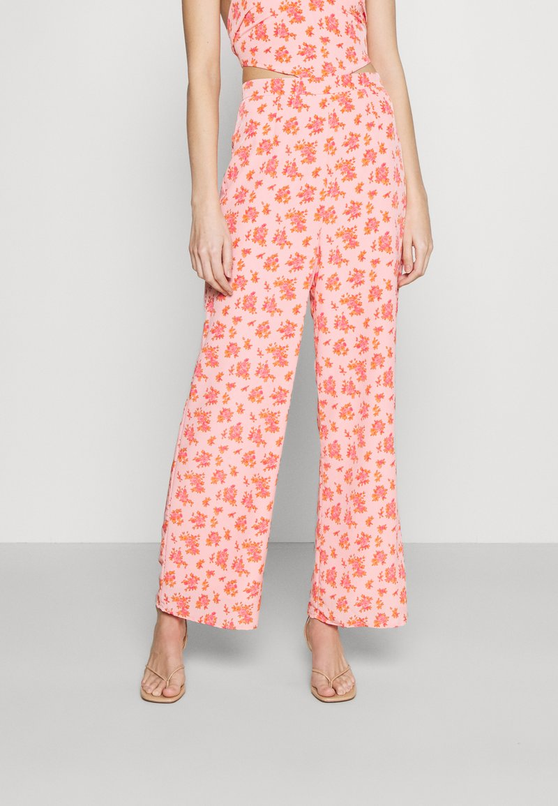 Fashion Union - STRIDE TROUSER - Trousers - pink posey