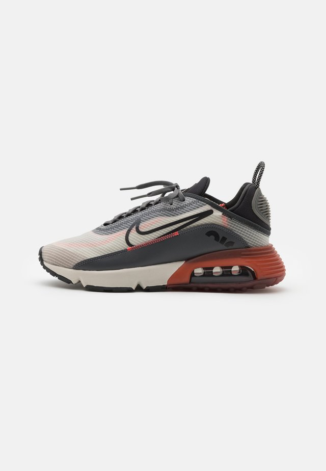 AIR MAX 2090 - Sneakers laag - light bone/black/off noir/iron grey