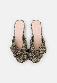 Loeffler Randall - EMILIA PLEATED KNOT MULE - Pantofle na podpatku - black/champagne - 4