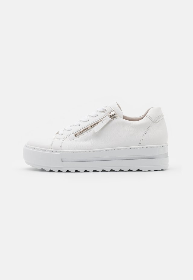 Sneakers - weiß