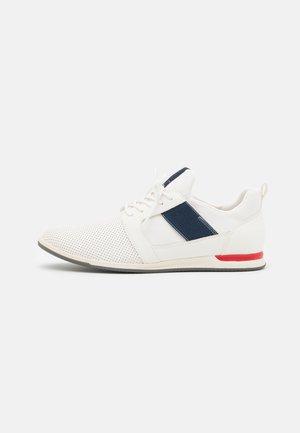 MOONAH - Volnočasové šněrovací boty - other white
