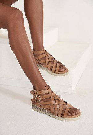 Wedge sandals - tan