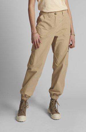 NUELASI - Cargo trousers - brazillian sand