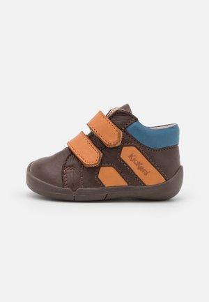 WAMBAK - Touch-strap shoes - marron/camel/bleu
