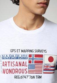 Napapijri - SILEA - Print T-shirt - bright white - 3