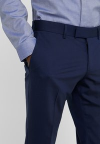 Tiger of Sweden - GORDON - Pantalon de costume - midnight blue - 3