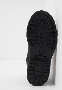 Timberland - COURMA CHELSEA - Kotníkové boty - black - 5