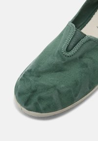 Natural World - Scarpe senza lacci - albahaca - 5