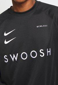 Nike Sportswear - CREW - Bluzka z długim rękawem - black/white - 5
