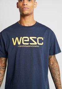 WeSC - Triko spotiskem - navy - 5
