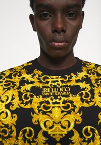 Versace Jeans Couture - STRETCH LOGO BAROQUE - Print T-shirt -  black - 3
