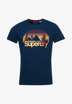 CLASSIC WILDERNESS - T-Shirt print - pilot mid blue
