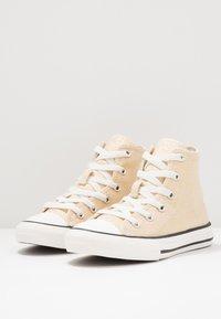 Converse - CHUCK TAYLOR ALL STAR - Baskets montantes - egret/black/vintage white - 2