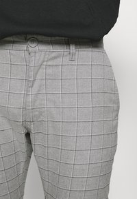 Cotton On - Chino kalhoty - grey - 3