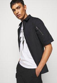 Neil Barrett - FAIRISLE THUNDERBOLT - T-shirt imprimé - white/black - 5