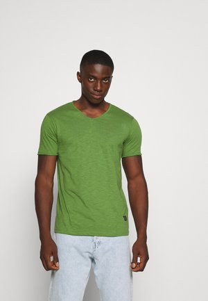 RAW NECK SLUB TEE - Jednoduché triko - light army