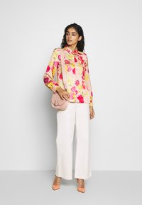iBlues - VARIETY - Button-down blouse - powder - 1