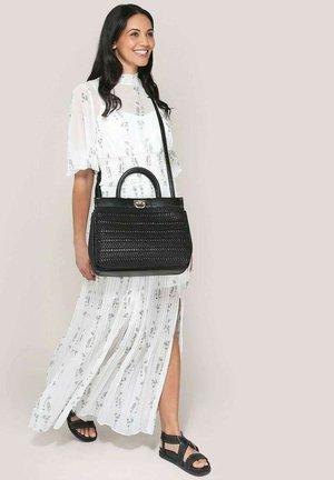 Handbag - black weave