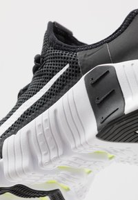 Nike Performance - FREE METCON 3 - Treningssko - black/white/volt - 5