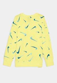 Nike Sportswear - CREW - Sudadera - light zitron/white - 1