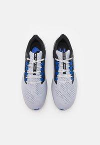 Nike Performance - AIR ZOOM PEGASUS 38 - Neutrala löparskor - wolf grey/white/black/hyper royal/particle grey - 3