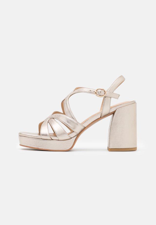 Sandály na platformě - bronze