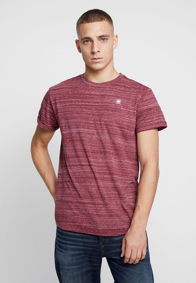 LASH - Basic T-shirt - bright russet