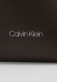 Calvin Klein - POCKET WEEKENDER - Sac week-end - brown - 5