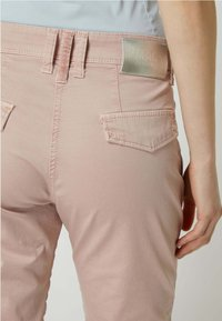 MAC Jeans - STRETCH-ANTEIL MODELL 'RICH' - Relaxed fit jeans - rosé - 2