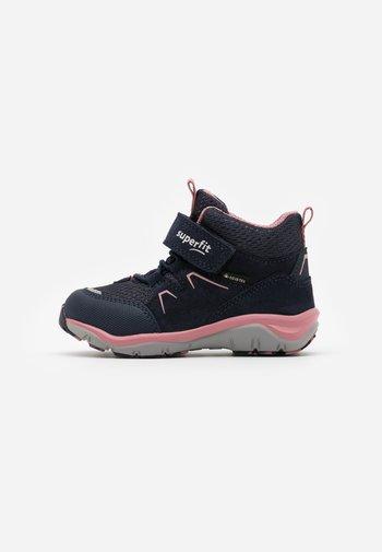 SPORT - Korte laarzen - blau/rosa