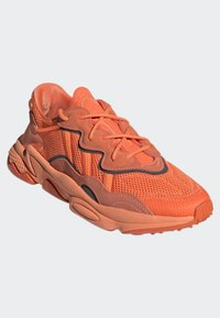 adidas Originals - OZWEEGO SHOES - Trainers - orange - 3