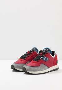 Replay - DRUM ROAD - Zapatillas - red/denim blue